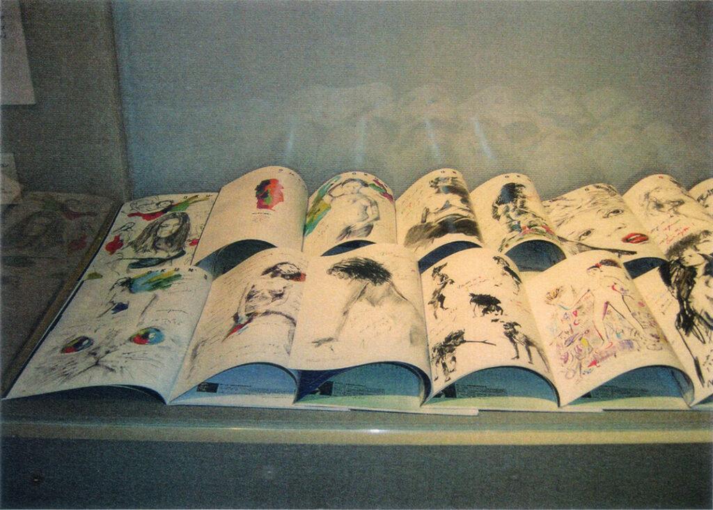 「おーくん・あきら『版』世界」展(2006年 茅ヶ崎美術館)オフセット印刷による旺文社「私大蛍雪」連載イラストレーション(1995〜1998年)展示
