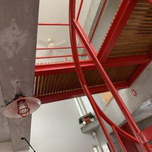 湘南スタジオ 2階から3階左側を見上げる