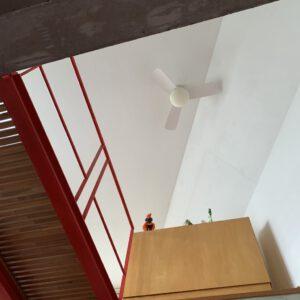 湘南スタジオ 2階から3階を見上げる